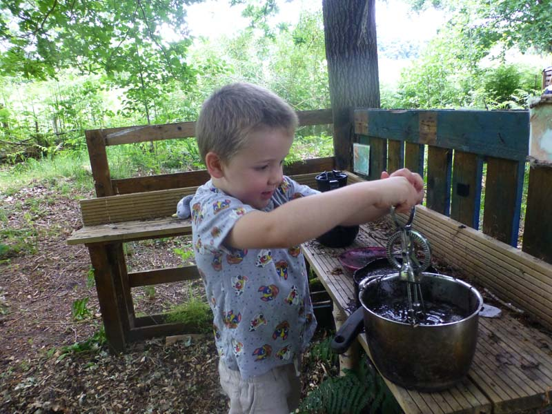 Mud kitchen - Develop new skills