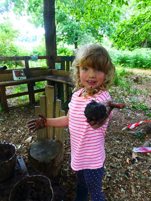 Outdoor Pre-School - Mud kitchen